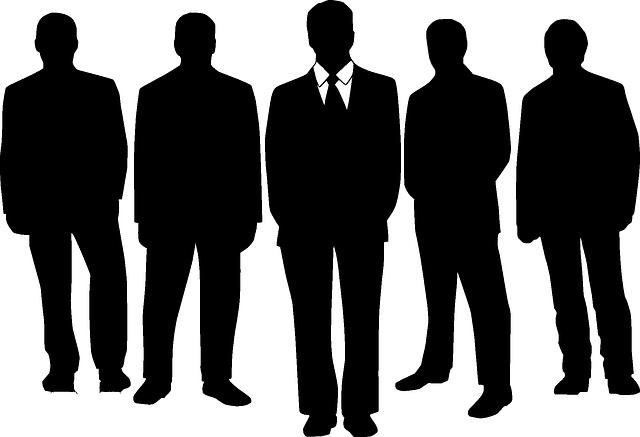 pět siluet mužů.png