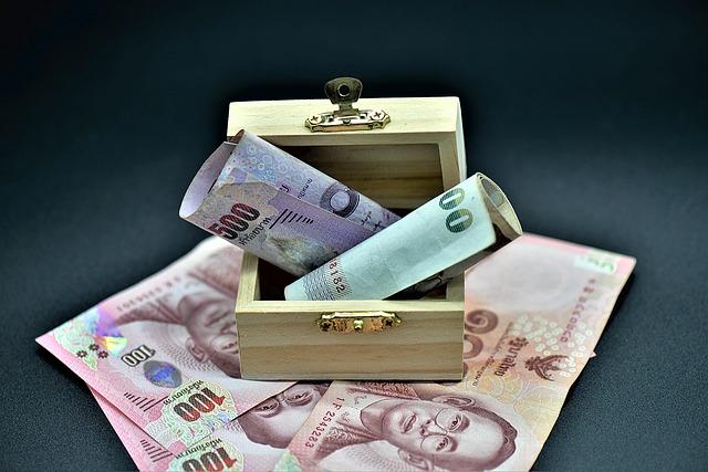 truhlička a bankovky.jpg